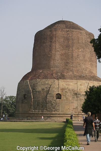 Dhamek Stupa monument one of four pilgrimage sites designated by Siddhartha Gautama Buddha<br /> Sarnath, varanasi, Uttar Pradesh, India