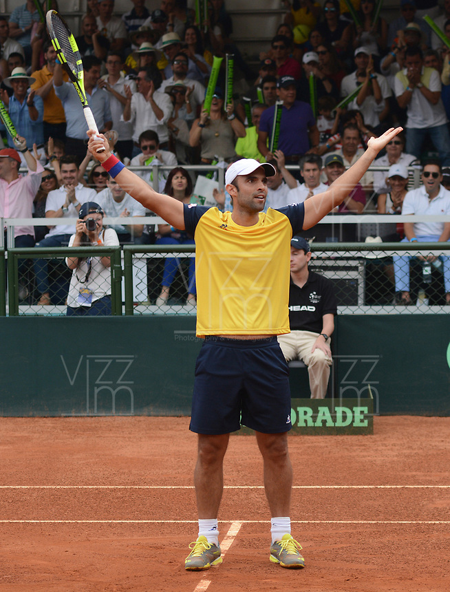 MEDELLIN - COLOMBIA - 08 - 04 - 2017: Juan Sebastian Cabal de Colombia celebra la victoria sobre Nicolas Jarry y Hans Podlipnik de Chile, durante partido de la serie final de partidos en el Grupo I de la Zona Americana de la Copa Davis, partidos entre Colombia y Chile, en Country Club Ejecutivos de la ciudad de Medellin. / Juan Sebastian Cabal of Colombia celebrates the victory against Nicolas Jarry and Hans Podlipnik of Chile, during a match to the final series of matches in Group I of the American Zone Davis Cup, match between Colombia and Chile, at the Country Club Executives in Medellin city. Photo: VizzorImage / Leon Monsalve / Cont.