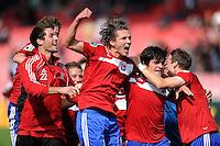FUSSBALL   DFB POKAL   SAISON 2011/2012  1. Hauptrunde SpVgg Unterhaching - SC Freiburg             31.07.2011 Jubel Korbinian Mueller , Mijo Tunjic , Jonas Hummels  (v, li, Unterhaching)