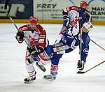 Eishockey Deutscher Eishockey-Pokal Arena Nuernberg (Germany) Halbfinale Nuernberg IceTigers - Adler Mannheim (1:5) rechts Mike Kennedy (Mannheim) wird zu Fall gebracht