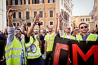 Roma 10 Settembre 2015<br />  I tassisti romani protestano davanti a piazza Montecitorio per chiedere la cancellazione degli emendamenti presentati da alcuni deputati  a favore della multinazionale americana Uber. I tassisti denunciano  che il vice Presidente di Uber e il nuovo manager per l&rsquo;Italia, sono stati avvistati in mattinata a palazzo Chigi sede del Governo Renzi e nella  sede del Partito Democratico.<br /> Rome September 10, 2015<br /> &nbsp;The Roman taxi drivers are protesting in front of Piazza Montecitorio to ask the cancellation of the amendments tabled by Members in favor of the American multinational Uber. Taxi drivers denounce that the Vice President of Uber and the new manager for Italy, were spotted  at Palazzo Chigi, the seat of the government Renzi and  in the headquarters of the Democratic Party.