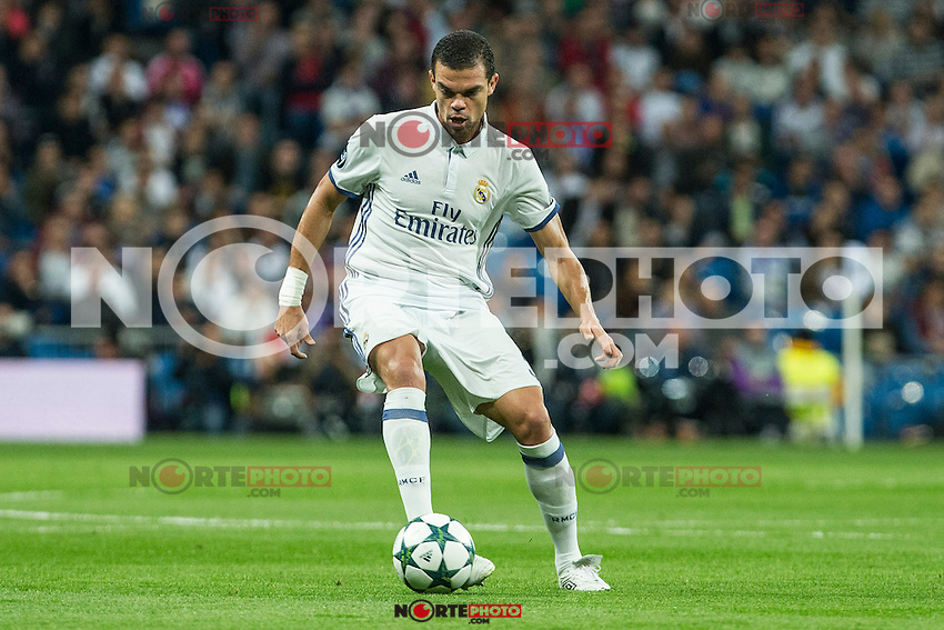 Real Madrid's Kleper Lima Ferreira Pepe during the match of UEFA Champions League group stage between Real Madrid and Legia de Varsovia at Santiago Bernabeu Stadium in Madrid, Spain. October 18, 2016. (ALTERPHOTOS/Rodrigo Jimenez) /NORTEPHOTO.COM