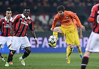 FUSSBALL  CHAMPIONS LEAGUE  ACHTELFINALE  HINSPIEL  2012/2013      AC Mailand - FC Barcelona     20.02.2013 Lionel Messi (re, Barca) gegen Sulley Ali Muntari (AC Mailand)