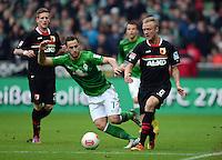 FUSSBALL   1. BUNDESLIGA   SAISON 2012/2013    24. SPIELTAG SV Werder Bremen - FC Augsburg                           02.03.2013 Marko Arnautovic (li, SV Werder Bremen) gegen Kevin Voigt (FC Augsburg)