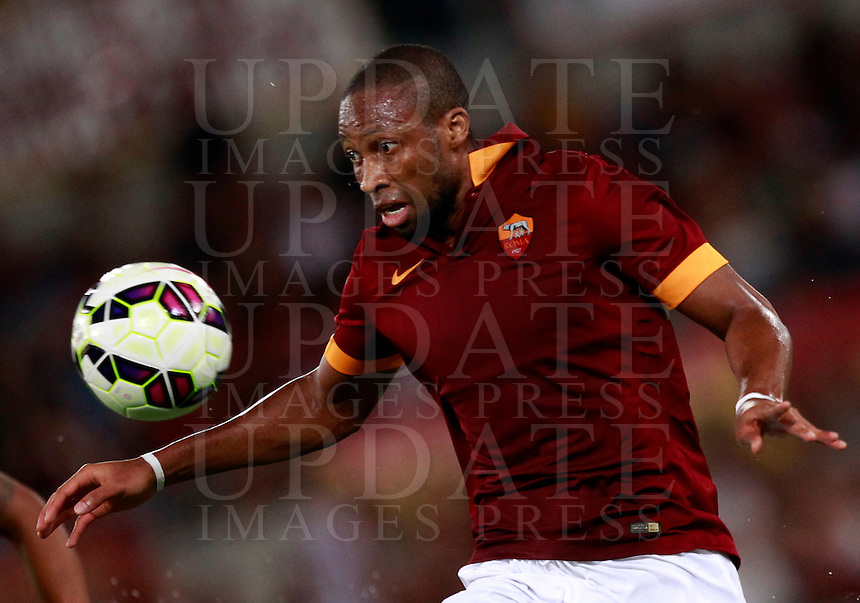 Calcio, amichevole Roma vs Fenerbahce. Roma, stadio Olimpico, 19 agosto 2014.<br /> Roma midfielder Seydou Keita, of Mali, eyes the ball during the friendly match between AS Roma and Fenerbahce at Rome's Olympic stadium, 19 August 2014.<br /> UPDATE IMAGES PRESS/Isabella Bonotto