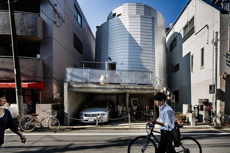 Tokyo, October 3 2014 - Two by Shell by DAT
