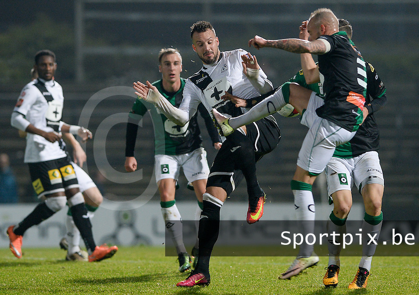 20161217 - ROESELARE , BELGIUM : duel pictured between Roeselare's Mathieu Cornet (middle) and Cercle's Wesley Vanbelle (r) during the Proximus League match of D1B between Roeselare and Cercle Brugge, in Roeselare, on Saturday 17 December 2016, on the day 20 of the Belgian soccer championship, division 1B. . SPORTPIX.BE | DAVID CATRY