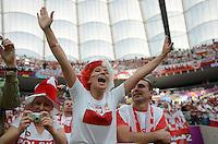 FUSSBALL  EUROPAMEISTERSCHAFT 2012   VORRUNDE Polen - Griechenland      08.06.2012 Weiblicher polnischer Fan