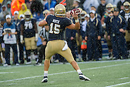 Annapolis, MD - OCT 8, 2016: Navy Midshipmen quarterback Will Worth (15) drops back to pass during game between Houston and Navy at Navy-Marine Corps Memorial Stadium Annapolis, MD. The Midshipmen upset #6 Houston 46-40. (Photo by Phil Peters/Media Images International)