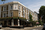 The Elephant and Castle public house. Holland street. The Royal Borough of Kensington and Chelsea London W8. England. 2006.