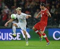Fussball International  WM Qualifikation 2014   in Bern Schweiz - Slowenien         15.10.2013 Kevin KAMPL (li, Slowenien) gegen Blerim DZEMAILI (Schweiz)
