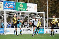 VOETBAL: BURGUM: Sportcomplex Het Koningsland, 28-10-2012, zondag 1e klasse F, vv Bergum - Frisia 1883 LAC, Eindstand 0-2, Douwe Wim Terpstra (#3 | Frisia), keeper Richard Reitsma (#1 | Frisia), Klaas de Boer (#8 | Bergum), Mark den Hartog (#2 | Frisia), Sietze Vis (#4 | Frisia), ©foto Martin de Jong