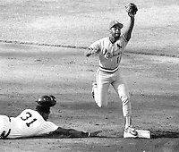 St.Louis Cardinals Ozzie Smith forces sliding Dave Windfield at 2nd base during the 1987 MLB All-Star game in Oakland. (photo/Ron Riesterer)