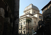 Sinagoga ebraica sul Lungotevere..Jewish Synagogue on Lungotevere..