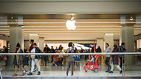 An Apple store in the Queens Center Mall in New York on Friday, April 8, 2016. (© Richard B. Levine)