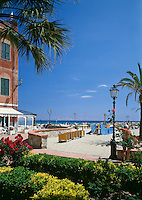 Italy, Liguria, Italian Riviera, Laigueglia: resort at the Riviera delle Palme, seaside promenade