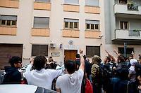 Roma 8 Giugno 2013<br /> Manifestazione a sostegno della famiglia di Stefano Cucchi al quartiere Tor Pignattara.<br /> Il corteo davanti alla caserma dei carabinieri<br /> Rally in support of Stefano Cucchi's Family