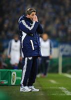 FUSSBALL   DFB POKAL    SAISON 2012/2013    ACHTELFINALE FC Schalke 04 - FSV Mainz 05                          18.12.2012 Trainer Jens Keller (FC Schalke 04) engagiert an der Seitenlinie