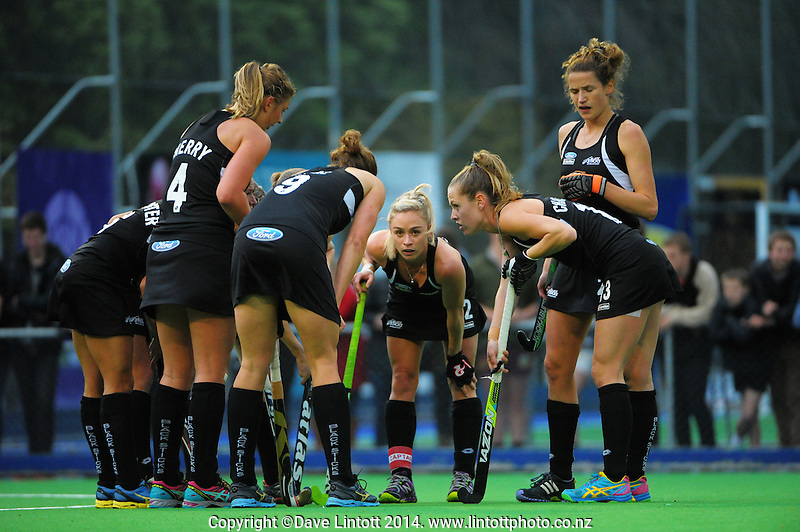 The Black Sticks huddle during the international women's hockey match between the NZ Black Sticks and USA at Endeavour Twin Turfs, Palmerston North, New Zealand on Thursday, 23 October 2014. Photo: Dave Lintott / lintottphoto.co.nz