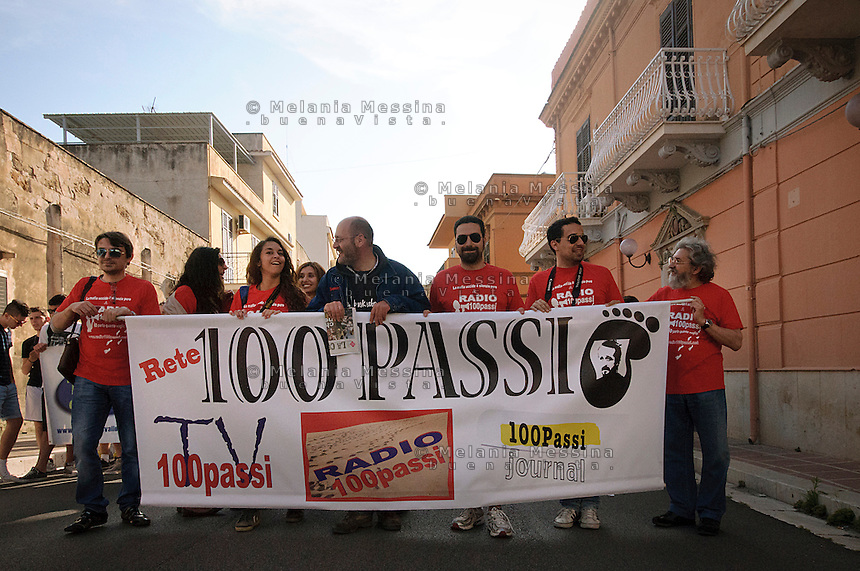 corteo per l'anniversario della morte di peppino Impastato, il team di radio 100 passi. <br />