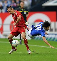 FUSSBALL   1. BUNDESLIGA   SAISON 2011/2012    6. SPIELTAG FC Schalke 04 - FC Bayern Muenchen                       18.09.2011 Franck RIBERY (li, Bayern) gegen Atsuto UCHIDA (re, Schalke)