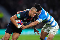 Jonathan Joseph of England looks to get past Matias Moroni of Argentina. Old Mutual Wealth Series International match between England and Argentina on November 26, 2016 at Twickenham Stadium in London, England. Photo by: Patrick Khachfe / Onside Images