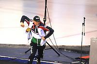 SPEEDSKATING: CALGARY: 14-11-2015, Olympic Oval, ISU World Cup, trainer/coach Jillert Anema gaat uit zijn dak na de winnende race van Heather Richardson (USA) na haar gereden world record: 1.12,51, ©foto Martin de Jong