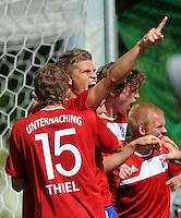 FUSSBALL   DFB POKAL   SAISON 2011/2012  1. Hauptrunde SpVgg Unterhaching - SC Freiburg             31.07.2011 Jubel Yannic Thiel, Patrick Ziegler (v. li., Unterhaching)