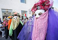 Quer&eacute;taro, Qro. 23 de Abril de 2017.- Aspectos del desfile de comunidades extranjeras que se lleva a cabo anualmente en esta ciudad. La inauguraci&oacute;n comienza con un recorrido desde la Alameda Hidalgo y termina en el Jard&iacute;n Guerrero del &quot;Festival de Comunidades Extranjeras&quot; <br /> <br /> Foto: David Steck