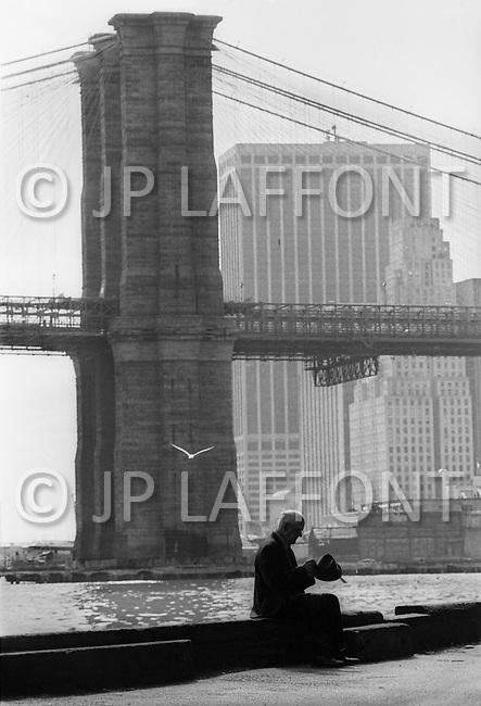 New York City, October 1975. Brooklyn Bridge. Economic depression in NYC.