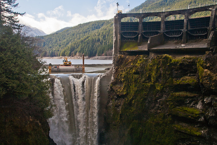 a history of dams and dam removals There are approximately 3,800 dams in existence in the state of wisconsin  since the late 19th century, more than 700 dams have been built, then washed  out.