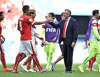 FUSSBALL WM 2014  VORRUNDE    Gruppe D     Schweiz - Ecuador                      15.06.2014 Trainer Trainer Ottmar Hitzfeld (re) und 2:1 Torschuetze Haris Seferovic (li, beide Schweiz) jubeln nach dem Abpfiff