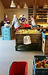 Foto: VidiPhoto<br /> <br /> RESSEN - Portret van LTO-bestuurslid en fruitteler Wessel van Olst uit Ressen. Samen met vader Nico, zijn moeder, vriendin en kind in de boomgaard en bij landwinkel De Woerdt. Foto: Klanten in de Landwinkel.