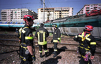 Roma 14 maggio 2003.Stazione Tiburtina .Treno Intercity deraglia, e urta un treno locale,  che transitava sul binario vicino..Vigili del Fuoco sul luogo del disastro.Rome  May 14, 2003.Tiburtina Station.Intercity train derails and hits a local train that was passing near the track..Firefighter at the scene of disaster