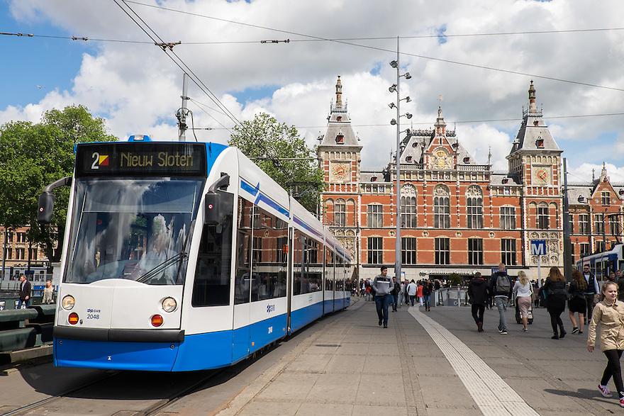 Nederland, Amsterdam, 30 mei 2015<br /> Tram voor het ns station Amsterdam Centraal. <br /> Foto: Michiel Wijnbergh