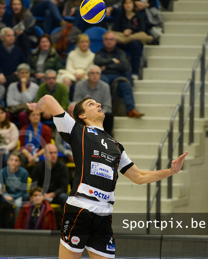20161228 - ROESELARE ,  BELGIUM : Aalst's Tijmen Laane pictured during the second semi final in the Belgian Volley Cup between Knack Volley Roeselare and Lindemans Aalst in Roeselare , Belgium , Wednesday 28 th December 2016 . PHOTO SPORTPIX.BE | DAVID CATRY