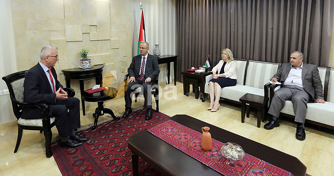Palestinian Prime Minister Rami Hamdallah meets with Hungarian Ambassador to Palestine Gisa Mehali, in the West Bank of Ramallah, on May 15, 2017. Photo by Prime Minister Office