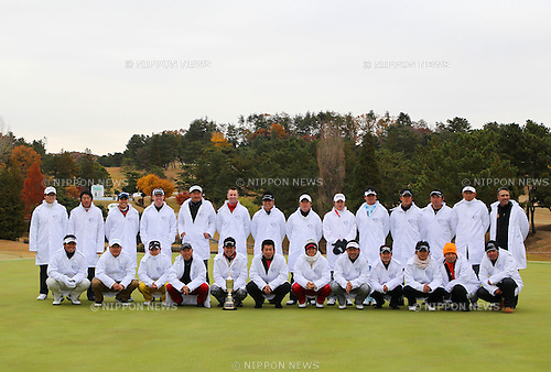 Japan Golf Tour golfers team group line-up,.DECEMBER 2, 2012 - Golf :.Japan Golf Tour players pose for a group photo after the final round of the 49th Golf Nippon Series JT Cup at Tokyo Yomiuri Country Club in Tokyo, Japan. (Photo by Toshihiro Kitagawa/AFLO)