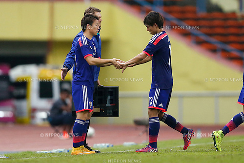 (L-R) Takuma Asano, Takumi Minamino (JPN), MARCH 29, 2015 - Football / Soccer : AFC U-23 Championship 2016 Qualification Group I match between U-22 Japan 2-0 U-22 Vietnam at Shah Alam Stadium in Shah Alam, Malaysia. (Photo by Sho Tamura/AFLO SPORT)