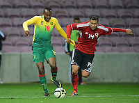 FUSSBALL   INTERNATIONAL   Testspiel    Albanien - Kamerun       14.11.2012 Patrick Mevoungou (li, Kamerun) gegen Reanto Arapi (Albanien)