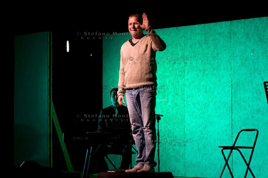 Gubbio 17 Agosto 2014<br /> Max Paiella durante lo spettacolo  &quot;Questa sera  Paiella per tutti&quot;, alla XIII edizione del  Gubbio No Borders Festival.<br /> Gubbio August 17, 2014 <br /> Max Paiella during the show &quot;Tonight Paiella for all&quot;,   the thirteenth edition of Gubbio No Borders Festival.