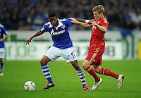 FUSSBALL   1. BUNDESLIGA   SAISON 2011/2012    6. SPIELTAG FC Schalke 04 - FC Bayern Muenchen                       18.09.2011 Jefferson FARFAN (li, Schalke) gegen Toni KROOS (re, Bayern)