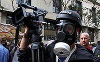 BOGOTA -COLOMBIA , 18- MARZO-2016. Un camarógrafo de la agencia Reuters en su labor durante la marcha. Marcha en apoyo al paro nacional./  the march in support of the national strikePhoto: VizzorImage / Felipe Caicedo / Staff