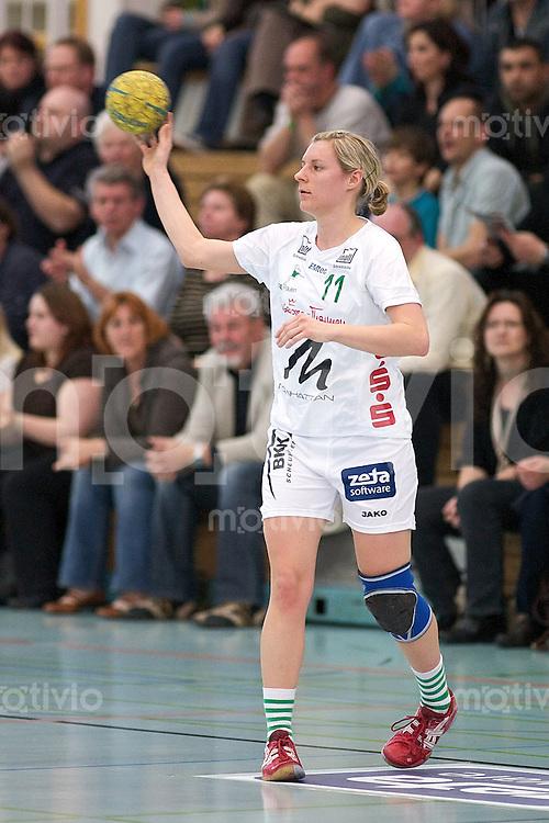 Handball Frauen 2.Bundesliga, FrischAuf Goeppingen - HSG Bensheim-Auerbach, Martina Fritz (FAG) am Ball