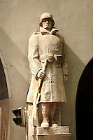 Statue of the Living Soldiers by Éva L?te - Hero Gate First  World War Memorial  - Szeged, Hungary