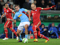 Fussball DFB Pokal:  Saison   2011/2012  Achtelfinale  20.12.2011 VfL Bochum - FC Bayern Muenchen  Faton Toski (li, VfL Bochum) gegen Arjen Robben (FC Bayern Muenchen)