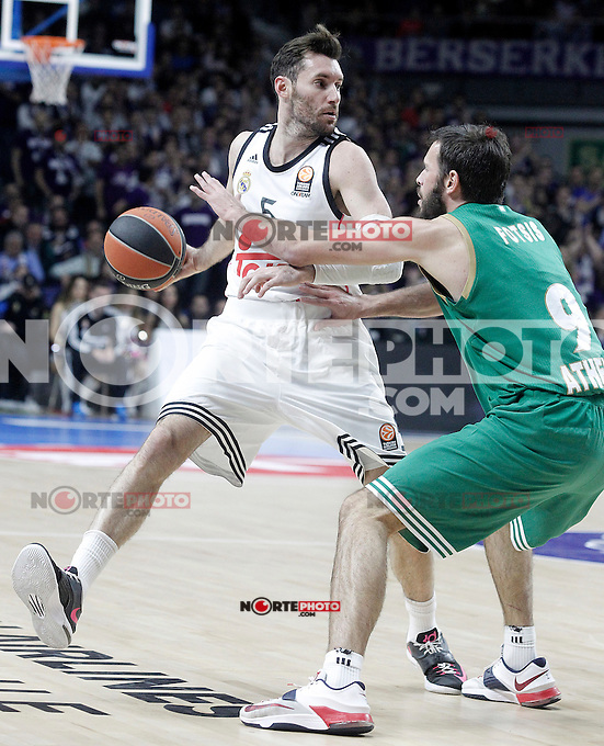 Real Madrid's Rudy Fernandez (l) and Panathinaikos Athens' Antonis Fotsis during Euroleague match.January 22,2015. (ALTERPHOTOS/Acero) /NortePhoto<br />