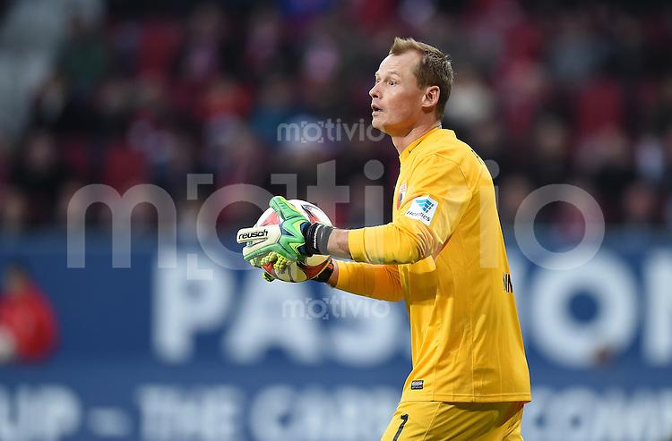 Fussball  1. Bundesliga  Saison 2014/2015  15. Spieltag  FC Augsburg - FC Bayern Muenchen     13.12.2014 Torwart Alexander MANNINGER (FC Augsburg) mit Ball