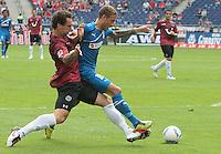 FUSSBALL: Deutschland, 1. Bundesliga, Hannover 96 - 1899 Hoffenheim 2:1, Hannover, 06.08.2011.Elfmeter: Emanuel POGATETZ (96, l.) foult Fabian JOHNSON (Hoffenheim) .© pixathlon