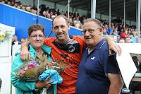 KAATSEN: FRANKERE: It Sjûkelân, 03-0802016, PC, Permanente Comissie, kaatsen, afscheid Daniël Iseger met zijn ouders, ©foto Martin de Jong